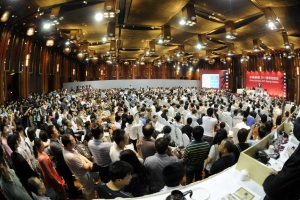 auction house full of chinese buyers